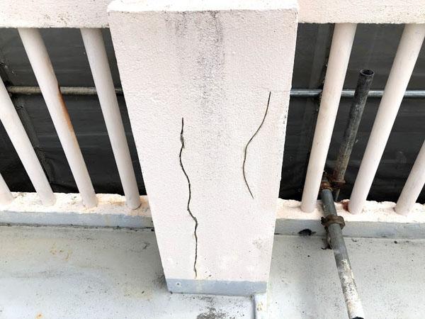沖縄県宜野湾市I様の外壁ひび割れUカット。