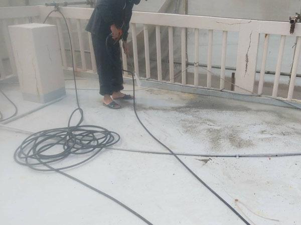 沖縄県宜野湾市I様の高圧水洗浄工事。