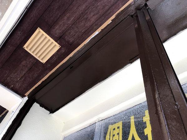 沖縄県那覇市Mアパート様の1階店舗、鉄部シャッター類塗装。
