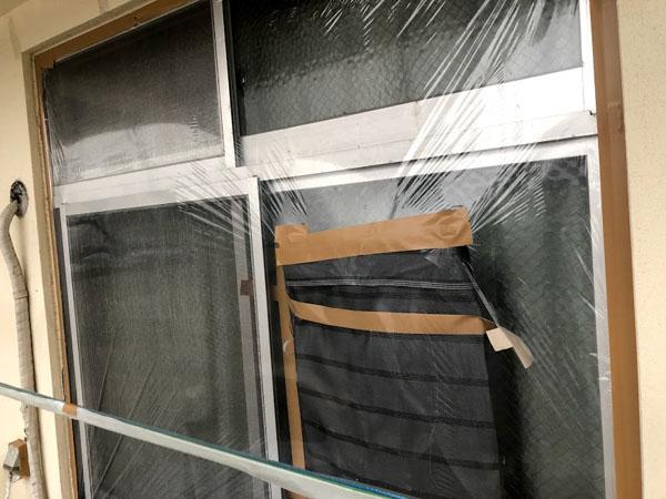 沖縄県那覇市Mアパート様の非塗装物ビニール養生中。
