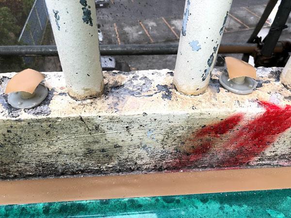 沖縄県那覇市Mアパート様のエポキシ樹脂注入ヶ所、座金セット。