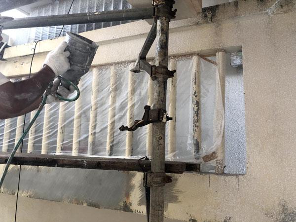 沖縄県那覇市Mアパート様のラフトンタイル玉模様吹付け。