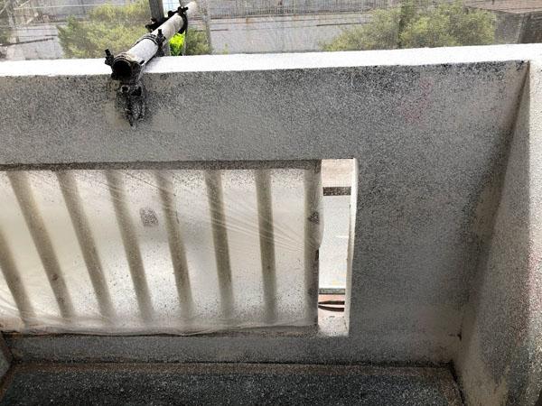 沖縄県那覇市Mアパート様のラフトンタイル玉模様吹付け後。