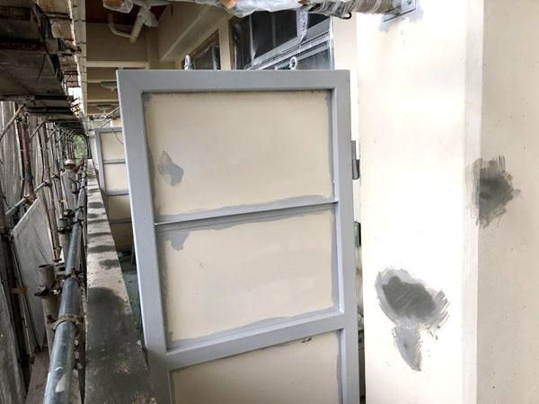 沖縄県那覇市Mアパート様の鉄部サビ止め塗布。