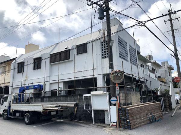 沖縄県八重瀬町T様の足場組立工事。