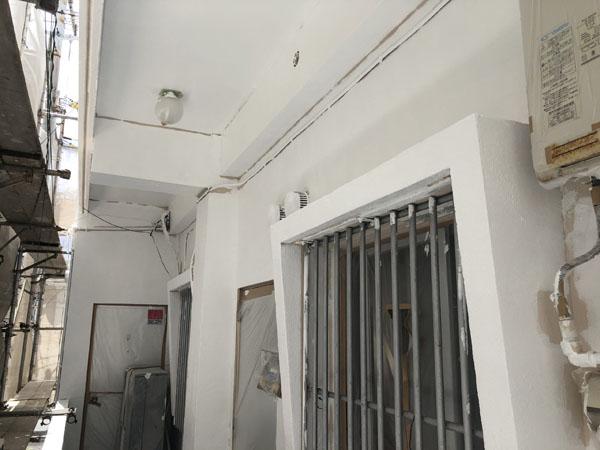 宜野湾市I様の外壁の上塗り完了。