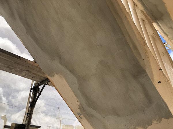 沖縄県宜野湾市I様のコンクリート爆裂部、軽量モルタル埋め戻し。