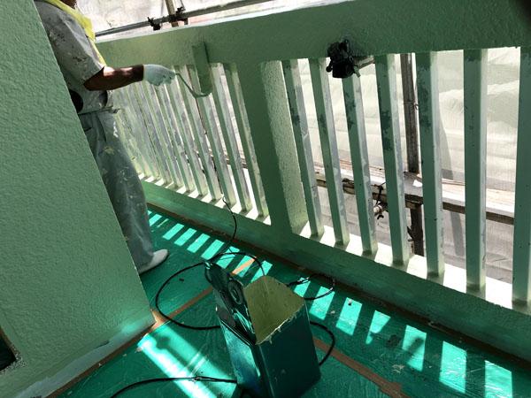 沖縄県那覇市M様のベース色上塗り。
