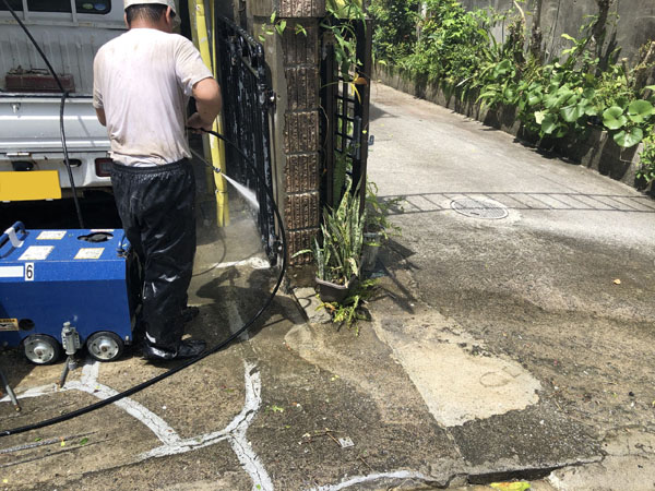 沖縄県那覇市M様の高圧水洗浄工事。