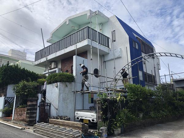 沖縄県那覇市M様の足場組立工事。