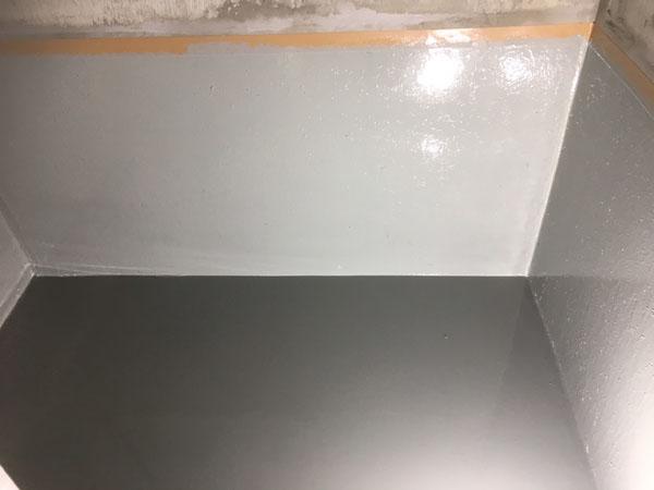 沖縄県那覇市Tアパート様のウレタン塗膜防水・中塗り。