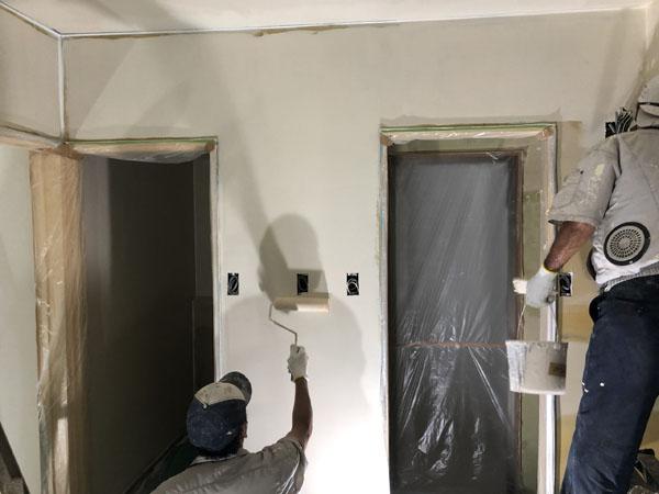 沖縄県那覇市Tアパート様の3分艶中塗り。