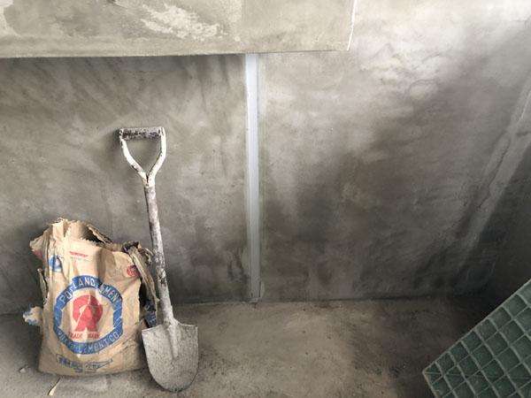 沖縄県那覇市Tアパート様の外壁・サッシ廻り等のコーキング工事。