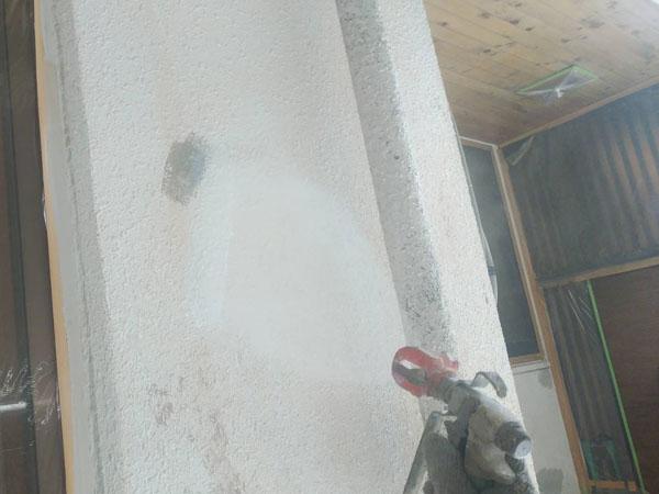 沖縄県那覇市Y様のシーラー接着材下塗り吹付け。