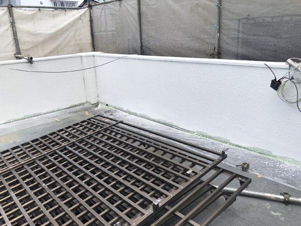 沖縄県那覇市Y様の水性ラジカルハイブリッド型パーフェクトトップ中塗り。