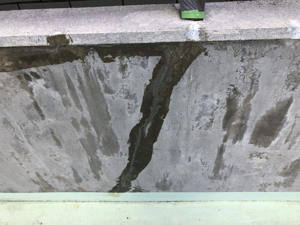 沖縄県那覇市Y様のひび割れカット後、エポキシ樹脂充填。