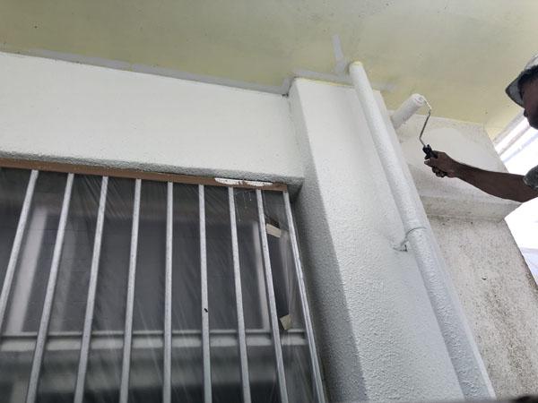 沖縄県南城市Y様の水性ラジカル制御形、パーフェクトトップ中塗り。