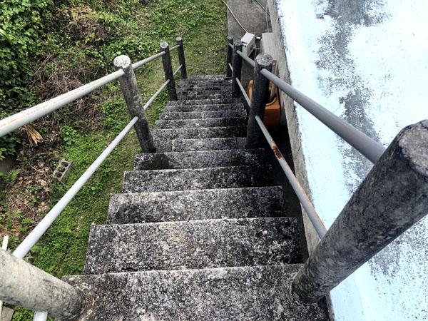 沖縄県南城市Y邸の階段遮熱防水工事前