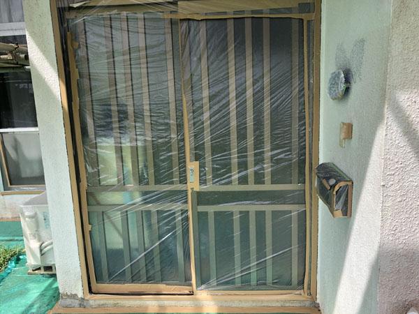 沖縄県南城市Y様の窓や土間等のビニール養生完了。