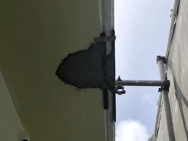沖縄県南城市Y様の軒裏コンクリート剥離部、軽量モルタル埋め戻し。