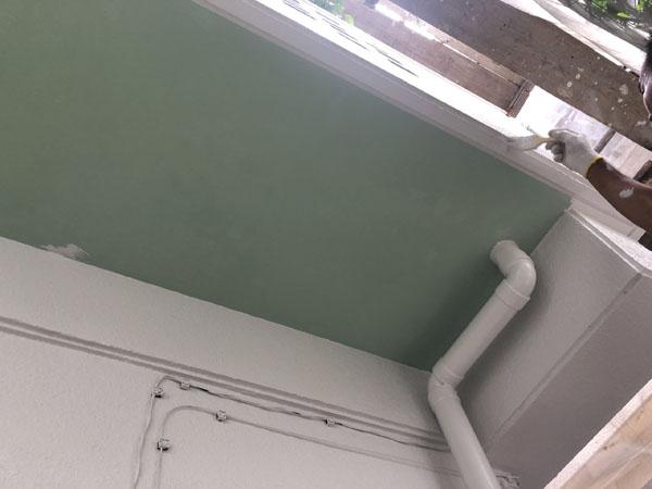 沖縄県八重瀬町T様の外壁塗装・中塗り。