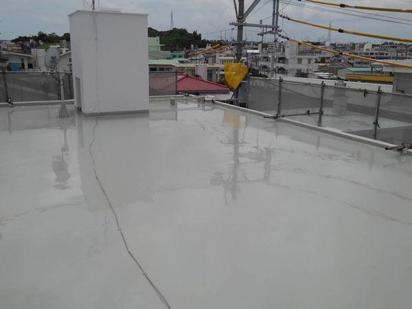 沖縄県八重瀬町T様のウレタン塗膜防水2回目塗布。