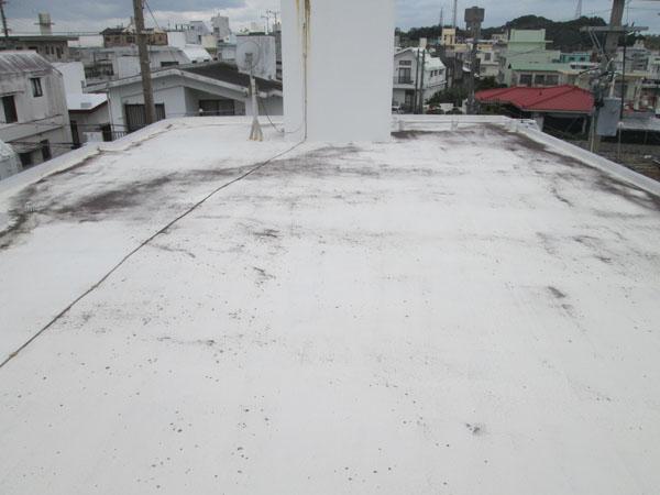 沖縄県八重瀬町T邸の屋上遮熱防水工事前