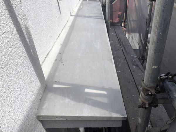 沖縄県八重瀬町T様の庇モルタル剥離部補修完了。