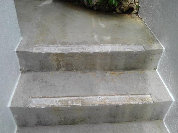 沖縄県八重瀬町T様の階段すべり止めタイル撤去。