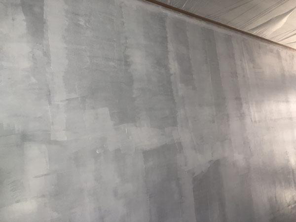 沖縄県那覇市T様の階段廻りシーラー接着剤下塗り後、軒逆ビニール養生。