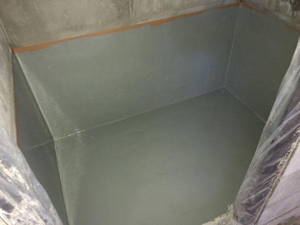 沖縄県那覇市T様のお風呂場ウレタン塗膜防水中塗り。