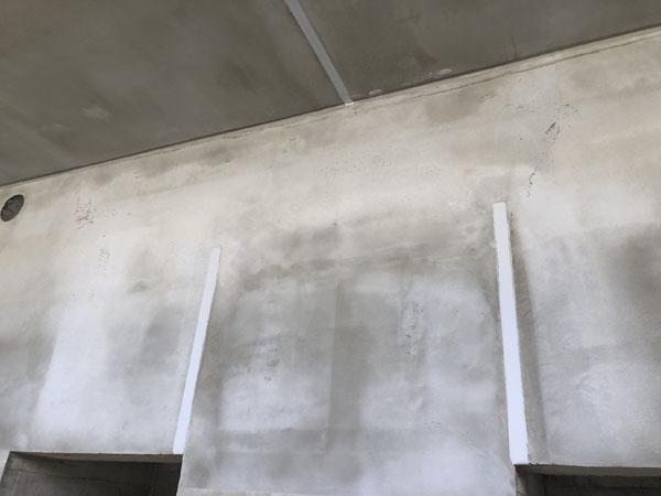 沖縄県那覇市T様の外壁、サッシ廻りのコーキング工事もほぼ完了。