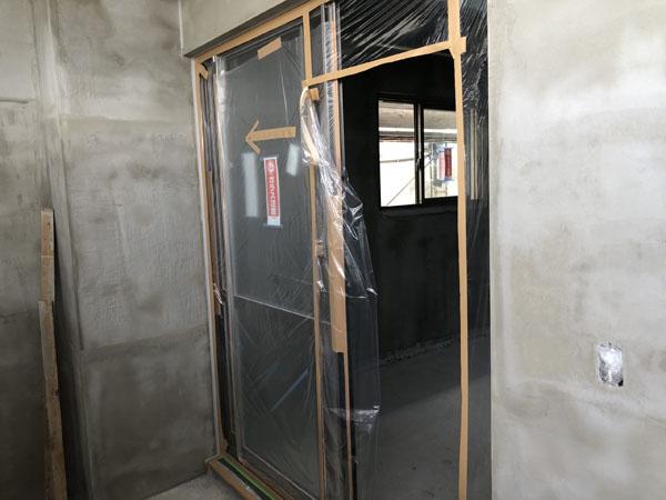 沖縄県那覇市T様の窓、サッシ廻りビニール養生。