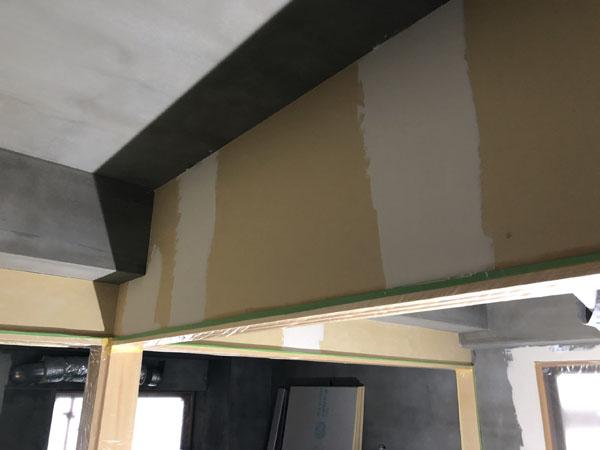 沖縄県那覇市T様の1階4部屋の内部ボード壁、パテ仕上げ完了。