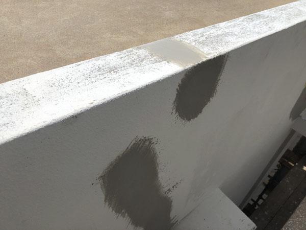 沖縄県中城村T様のひび割れ部コーキング充填後、ポリマーセメント左官。