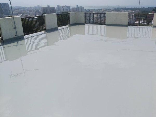 沖縄県沖縄市M様のウレタン塗膜防水1回、2回目塗布。