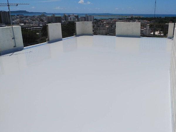 沖縄県沖縄市M様の遮熱保護材塗布仕上げ塗り完了。