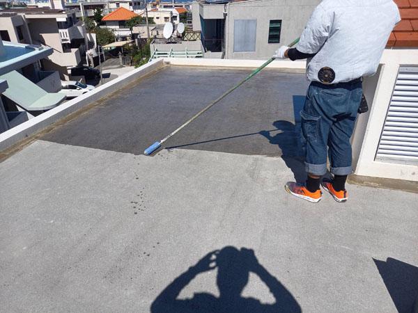 沖縄県浦添市M様のプライマー接着剤下塗り。
