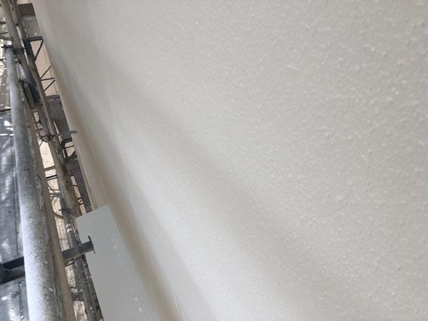 沖縄県那覇市T様の側面塗装の上塗り。