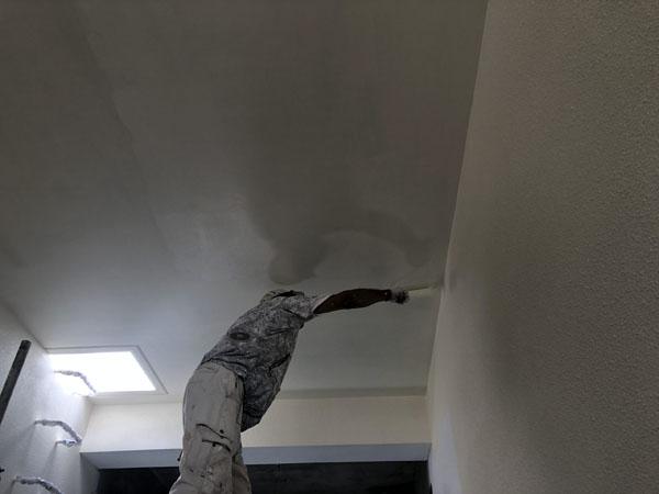 沖縄県那覇市T様の階段廻り・軒裏上塗り。