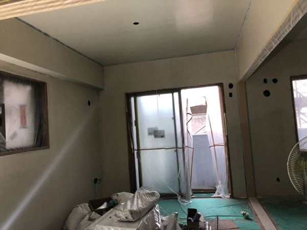 沖縄県那覇市T様のA棟1階の内部塗装。
