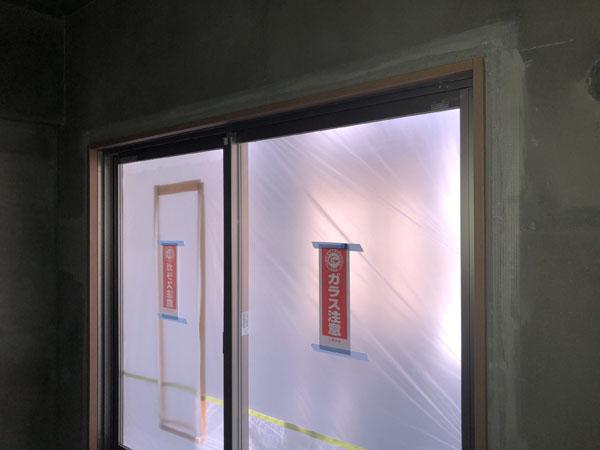 沖縄県那覇市T様のA棟2階内部のパテ処理下塗り。