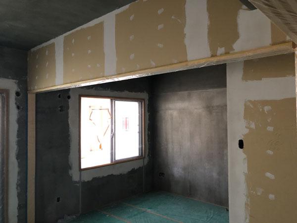 沖縄県那覇市T様のA棟2階の内部ボードパテ中塗り。