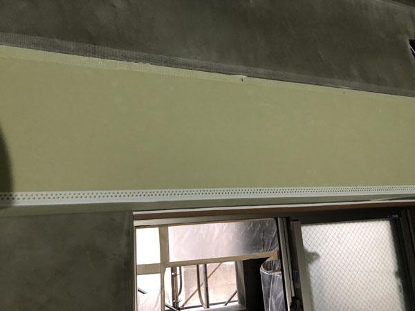 沖縄県那覇市T様のB棟2階のボード・サッシ廻りカンデンサー貼り。