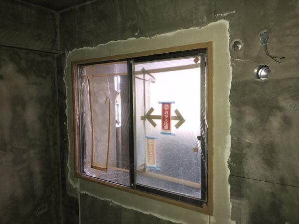 沖縄県那覇市T様のB棟2階の内部パテ下塗り、中塗り。