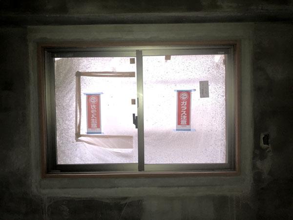 沖縄県那覇市T様のA棟3階の内部カンデンサー貼り。