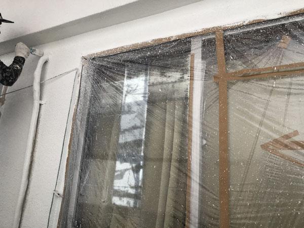 沖縄県浦添市Gアパート様のベランダ面上塗り・だめこみ