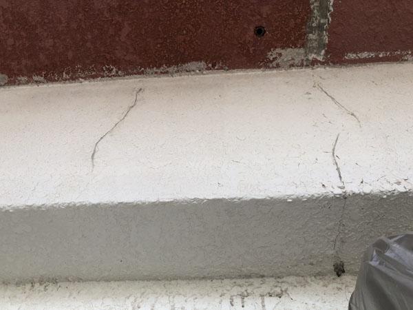沖縄県浦添市Gアパート様の壁面ひび割れカット
