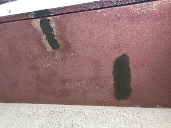 沖縄県浦添市Gアパート様のベランダ面、ひび割れ箇所左官仕上げ。