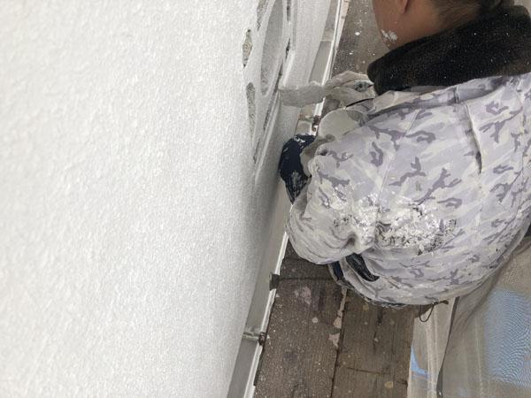 沖縄県浦添市Gアパート様の中塗り・だめこみ